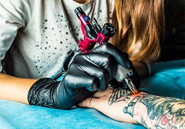 La depilación láser y los tatuajes